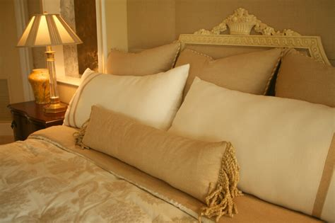 pillows on a bed 50 decorative king and queen bed pillow arrangements