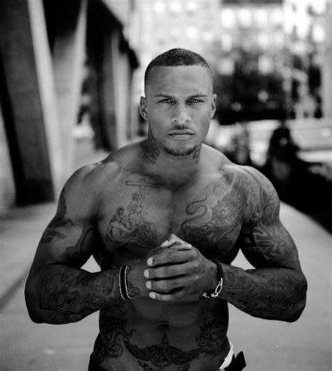 imagenes de unicornios tatuados 40 fotos de homens tatuados homens gostosos pescocinho