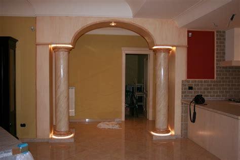 Archi Decorativi In Casa by Foto Arco Con Colonne In Gesso Di Edil Finiture Colori