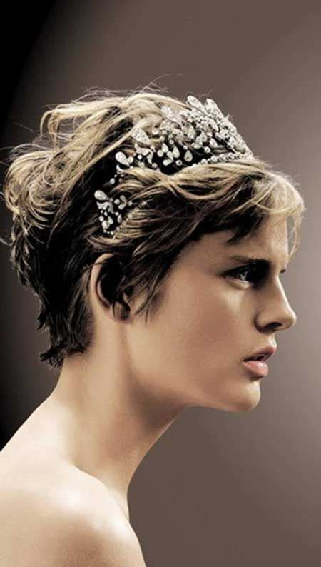 flattering hairstyles for withnnice hair 10 best ideas about short teen hairstyles on pinterest
