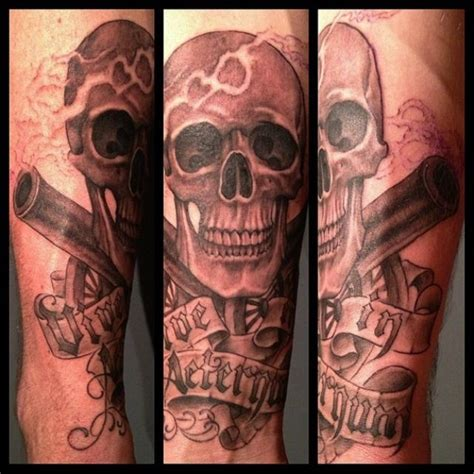 smokin guns tattoo 1000 images about skulls on black widow