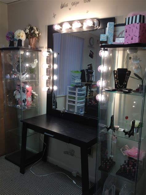 Bedroom Vanities With Lights How Dazzling Makeup Vanities For Bedrooms With Lights Atzine
