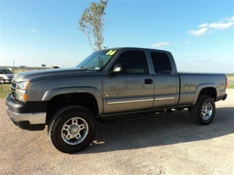 how to sell used cars 2006 chevrolet silverado 3500 engine control sell used 2006 chevy 2500hd 4x4 6 0l vortec v8 only 89 000 miles aftermarket wheels in
