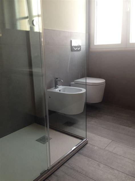 pavimenti bagni moderni oltre 25 fantastiche idee su piastrelle per doccia su