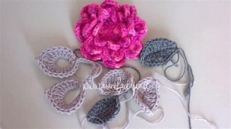 fiori maglia e uncinetto scaldacollo all uncinetto con fiori e foglie manifantasia