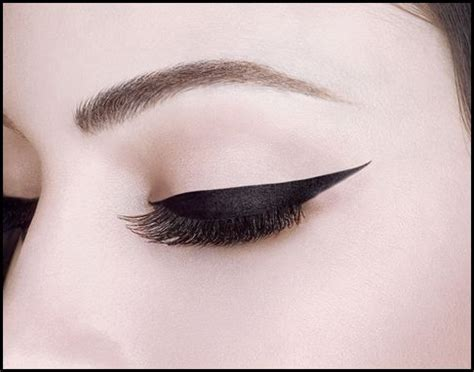 25 best ideas about winged eyeliner stencil on pinterest