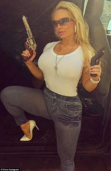 Aufnäher Top Gun Set by Coco Shows Off Her Famous Assets In Skin Tight T Shirt And