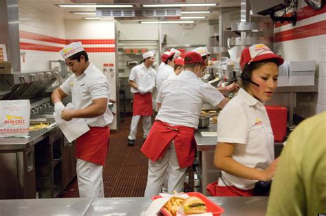 Backyard Burger Employee Benefits What Makes In N Out Burger The Best Place To Work Squadle