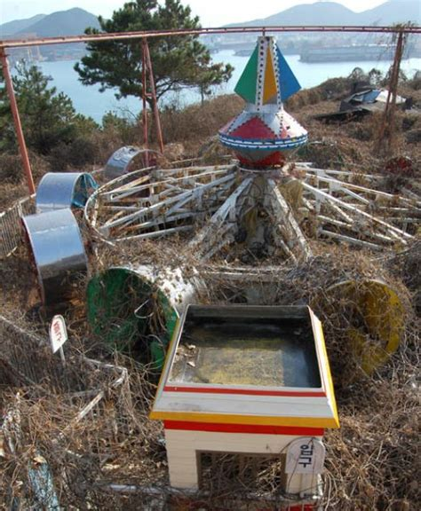 okpo land south koreas abandoned amusement park 12 pics okpo land an abandoned theme park in south korea
