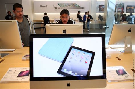 apple overtakes as world s most valuable brand 187 gagdaily news
