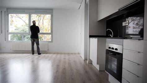 pisos en barcelona para alquilar la odisea de encontrar piso de alquiler en barcelona