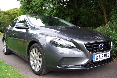 volvo v40 d2 powershift se driven and reviewed
