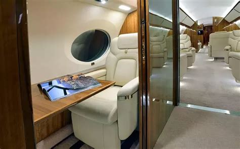 how much do room attendants make on a jet such as a g650er which has a range