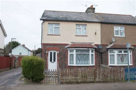 houses to buy in chichester 3 bedroom semi detached house for sale in kingsham road chichester po19