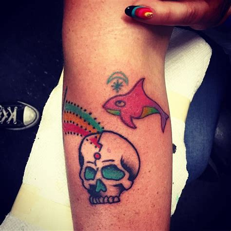 new tattoo kesha kesha muestra nuevos tatuajes farandulista