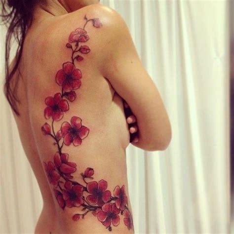 tatuaggio con fiori di ciliegio oltre 25 fantastiche idee su tatuaggi con fiori di