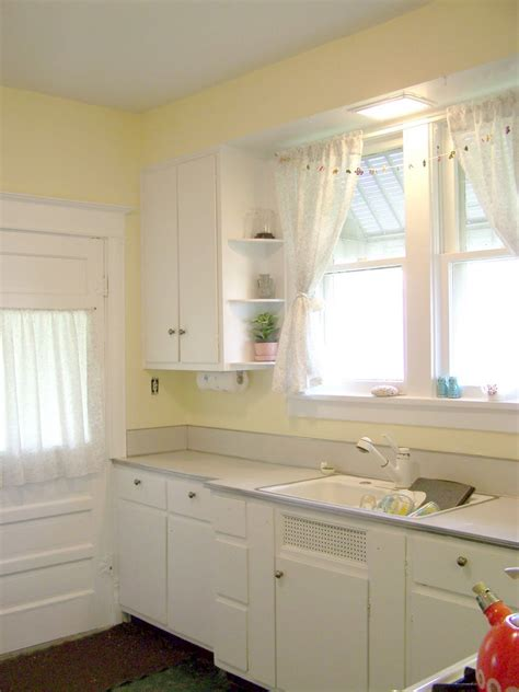 Pale Yellow Paint Colors For Kitchen by Yellow Paint Colors For Kitchen Walls Intended For White