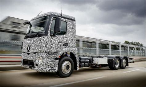 electric semi truck mercedes benz to compete with tesla in electric semi truck