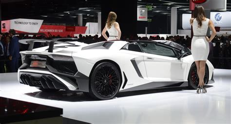 lamborghini aventador sv roadster vs coupe lamborghini s aventador sv roadster too hot to go by unnoticed carscoops