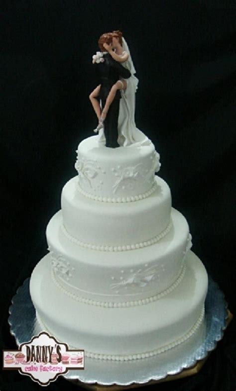 The Best Romantic Couple Kiss Wedding Cake Ever