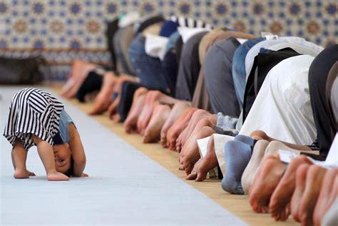 islamic prayer amazing photos of muslims praying number 11 13 and 16