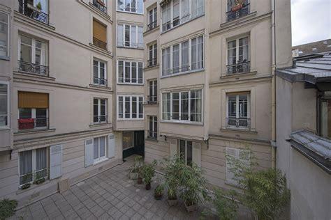 parigi affitto appartamenti appartamento in affitto rue burq ref 15833