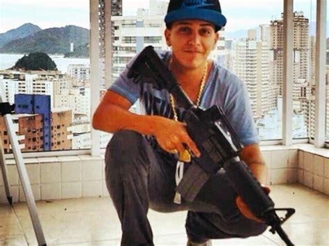 polcia civil prende jovem que comercializa armas pelo whatsapp pol 237 cia civil prende jovem e investiga meninas de santos