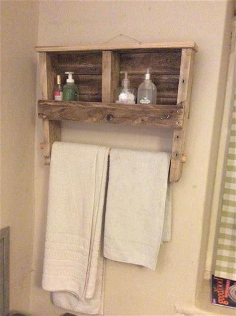 Diy Rack Shelf by Diy Towel Rack And Shelf Made From Pallet Pallets Designs
