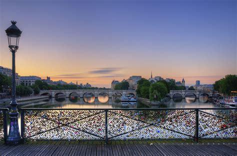 cadenas unis france les cadenas d amour se s 233 parent du pont des arts