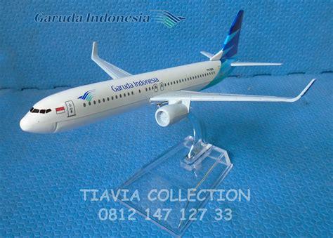 Miniatur Pesawat Bombardier Garuda Indonesia 1 jual miniatur pesawat b737 garuda indonesia tiavia collection
