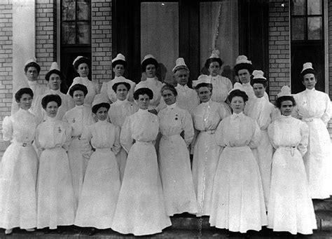 medicine per durare di piu a letto ecco com era lavorare come infermiera nel 1800 asociali