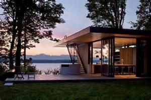 Air Mattress Sofa Bed by Modern Lake House Plans Smalltowndjs Com