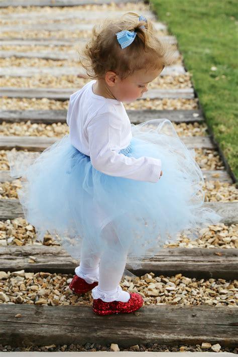 easy diy dorothy wizard  oz baby costume idea child