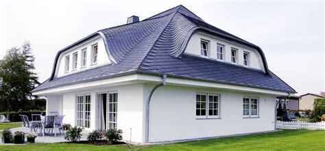 haus mit gaube ratgeber dachgaube welche gaubenformen stehen ihrem dach