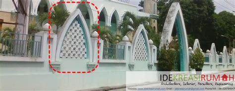 desain pagar dan gapura masjid roster sebagai sirkulasi udara alami dan pemanis fasad