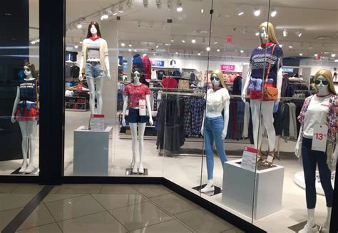 Retail Trends Forever 21 3 by 1000 Images About Display Windows Retail Visual