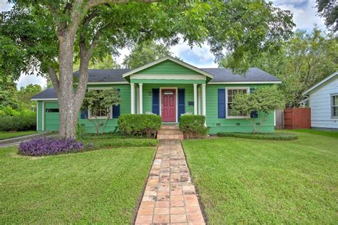 adorable cottage in 78209 close to everything houses