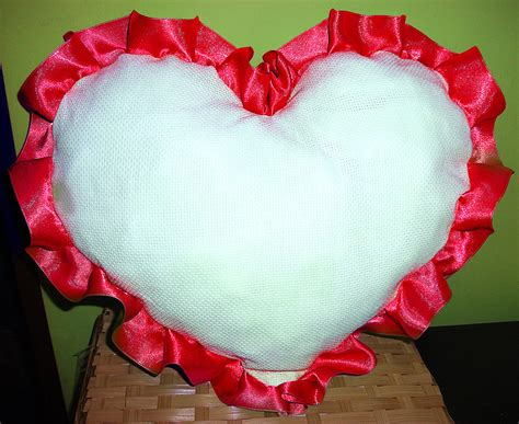 cuscini ricamati a punto croce cuscino arredo cuscinetto cuore da ricamare punto croce