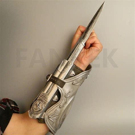Assasin Creed Blade Ezio assassin s creed blade brotherhood ezio auditore