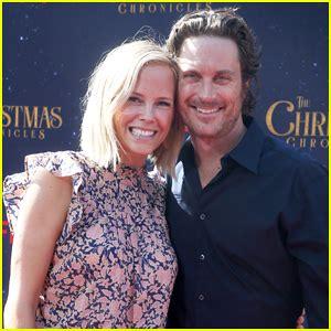 oliver hudson on christmas chronicles oliver hudson wife erinn bartlett couple up at the