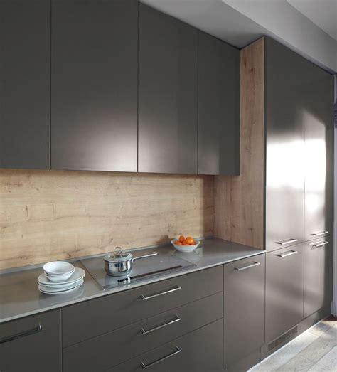 changer les portes d une cuisine relooker un meuble de cuisine nos 8 conseils pratiques