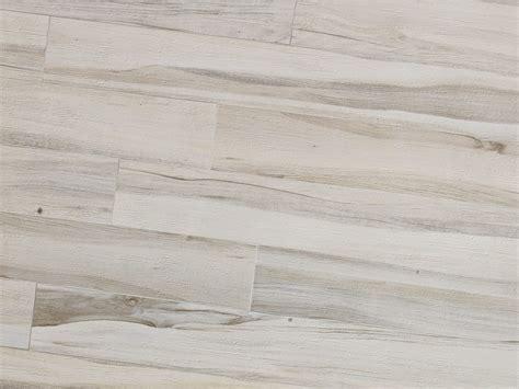 pavimenti in legno bianco pavimento in gres porcellanato effetto legno maxiwood