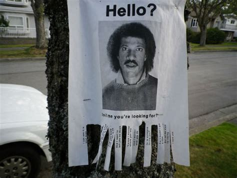 Kaos Lionel Richie Hello 05 hello this is not advertising