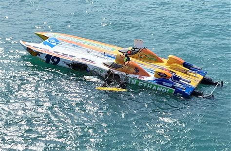 st clair boat accident powerboat racer dies after crash during st clair river