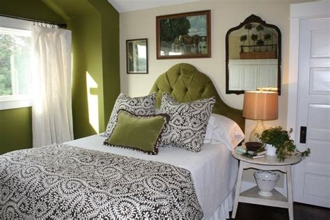 green headboard i love this green velvet headboard there s no place