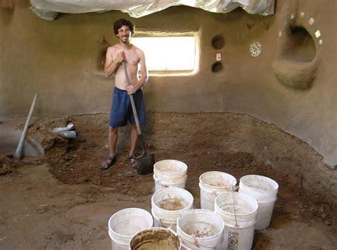 costruisci la tua casa pochi soldi e costruisci una casa eco come il giovane ziggy