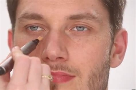eyeliner tutorial for guys here s what men need to know about wearing makeup video