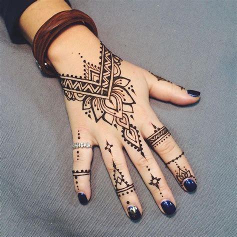 henna tattoos für die hand henna vorlagen f 252 r die makedes