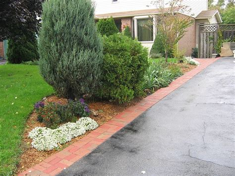 Landscape Edging Next To Sidewalk 1000 Images About Driveway Edging And Landscaping Ideas