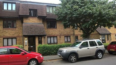 bed flat watford good condition approx  mile